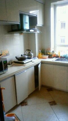 義父のマンションの台所です。